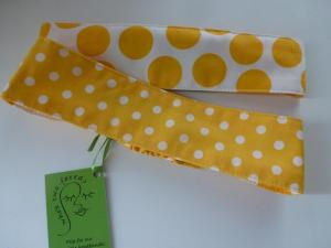 golden yellow and white dots flip to golden yellow big dots on white